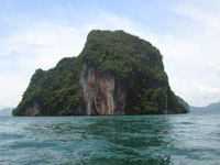 Krabi Bay - spectacular limestone outcrop jut vertically from the sea